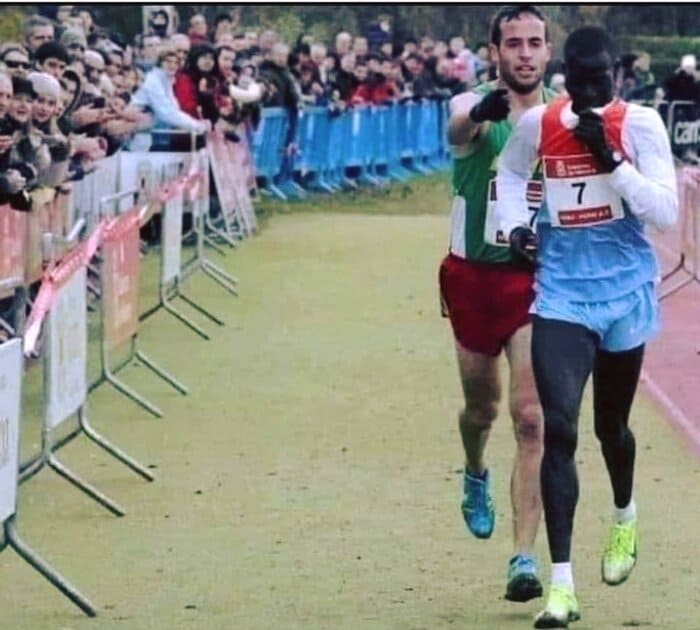 Spanish Runner Shows Tremendous Personal Character Towards Competitor